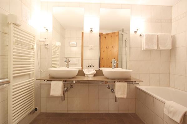 hotelzimmer familien und einzelzimmer hotel welschen. Black Bedroom Furniture Sets. Home Design Ideas